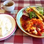 103798705 - 定食セットはご飯、プチサラダ、味噌汁orコンソメスープが付いています