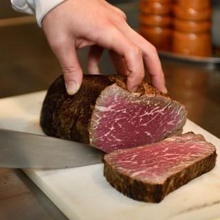 こだわりの肉料理をお楽しみください!
