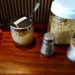 とんこつ えびすこ - テーブル薬味