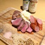 肉とチーズのお店 タペオ - 炭火焼3種盛り合わせ(980円)