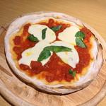 肉とチーズのお店 タペオ - マルゲリータ(800円)