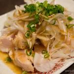 朝挽き鶏 炭火串焼き 牡丹 - 朝挽き鶏のタタキ
