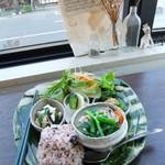 トモリcafe - 料理写真:お惣菜とスープのプレート。
