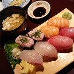 103823502 - お寿司のセット
