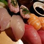 103823504 - お寿司アップ