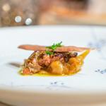リストランテ ラ・バリック トウキョウ - 鴨のフォアグラのソテー ベネト産の白玉ねぎ、 赤ワインのソースのチップス