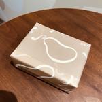 空也 - 品のある知的な包装紙に包まれたバッケイヂ(©︎MSSB氏)