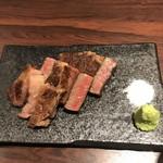 鉄板 ぶるじょわ - リブロースのステーキ。脂と赤みのバラスは最高!脂が甘い。