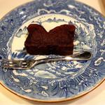 ジョーズ バー - 濃厚なチョコレートケーキ