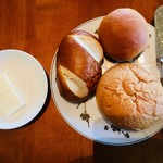 103844421 - ワンプレートランチのパン