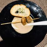 オリーブ - キノコの串アヒージョ スープ仕立て