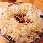 大衆焼肉コグマヤ - はじめに出てくるキャベツとタレ  おつまみにもなる!
