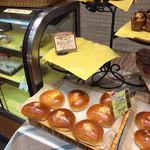 ハウネベーヤー - クリームパンもおいしいです。スターダードな。