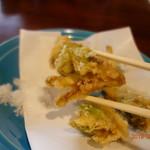 梅屋 - ふきのとうの天ぷらアップ