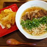 牛テールうどん 和尾 - 牛テールうどん900円+じゃが芋天150円。