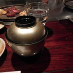 六本木モンシェルトントン - お味噌汁の器ですが、いつもと違って見えます。