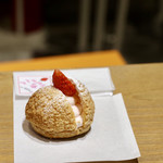 """103877462 - """"章姫""""いちごのクッキーシュー"""