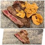 鉄板焼 日和 - 2000円のランチ内とは思えない柔らかく美味しいお肉。ガーリックもタップリ。