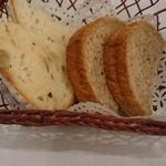 ビストロアンジュ - メインの際に提供されたパン