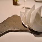 Wattle Tokyo - オーストラリア型のお皿とオペラハウスモチーフのナプキン