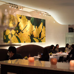 Wattle Tokyo - 店内はワトルの花の黄色モチーフ
