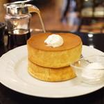 コニワコーヒー - 窯焼きスフレパンケーキ・ダブル(メープルシロップ/トッピングのホイップクリーム)