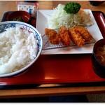 レストランまるまつ - 料理写真:カキフライ定食 808円