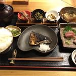 梨門邸 - 本日のおすすめ お昼ごはんセット(天然ぶり刺身 塩さば 揚げ出し豆腐 ごはん大)