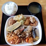 103901427 - 惣菜バイキング(680円)です。