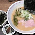 麺と心 7 - 料理写真:雲丹白湯(2019年3月限定)