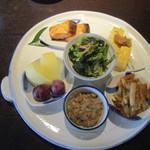 親和苑 - 朝食の二人分の盛り合わせ