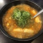 103906888 - グツグツと煮立ったスン豆腐は火傷必至。