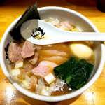 中華そば 満鶏軒 - 料理写真:特製鴨中華そば・醤油(¥1100)。隠し味にフォアグラ油を一滴落としてあるという