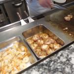 バイキングレストラン ル・プレジール - ライブキッチン あんこうのベーコン巻と海老