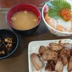 103933011 - 北海親子丼、まぐろの照焼(税込計1,130円)