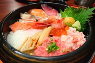 近江町食堂 - 人気の海鮮丼1920円