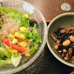 103935263 - 小鉢とサラダ
