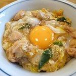 鳥喜多 - 親子丼580円 上の生卵は煮てもくれるらしいです