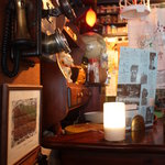 COCOA SHOP AKAITORI - 昔の電話やまねき猫