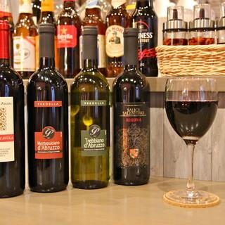 ワインはすべてイタリアのものを。ソムリエのアドバイスで仕入れ