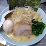 横浜家系ラーメン 魂心家 - 味玉ラーメン+もやキャベ