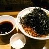 らー油肉つけうどんの南哲 - 料理写真:ら肉(大盛=茹で上がりのうどん800g)は1050円 温玉もつけました。+100円
