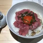 103952227 - 和牛生肉と幸せ卵、燻りがっこのミニ丼