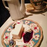 珈琲美学 アベ - レモンティー&チーズケーキのセット 撮らせて頂きました。