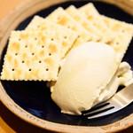 二◯加屋長介 - クリームチーズ豆腐
