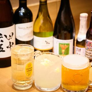 飲んべえたちを満足させる酒は、なんと100種類以上!