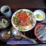 北海道旨いもの居酒屋 ヤマノキ - いくらルイベ親子丼定食1180円