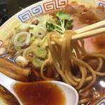 サバ6製麺所 - パンチのあるスープに負けない太麺です