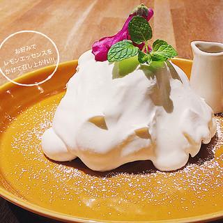 ★春のスペシャルスイーツ!北海道産生クリームのシフォンケーキ