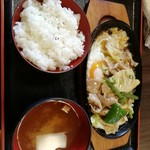 待夢 - 日替り豚野菜炒めランチ。500円。